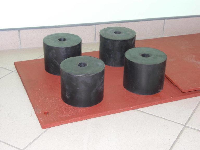 04-pro-mar-mlot-swobodnego-kucia-M1350-fundament-na-wibroizolacji-gumowej