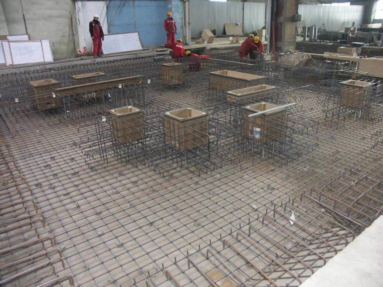 06-ruukki-oborniki-fundament-pod-maszyne-deskowanie-zbrojenie-montaz